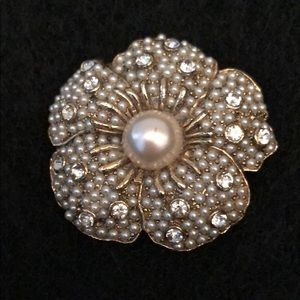 Jewelry - VINTAGE GOLD PEARL AND RHINESTONE BROACH